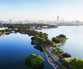 View over Thanh Nien Road of the West Lake - Hanoi city tours