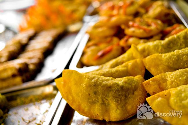 Fried pillow cake in winter days of Hanoi - Hanoi street food