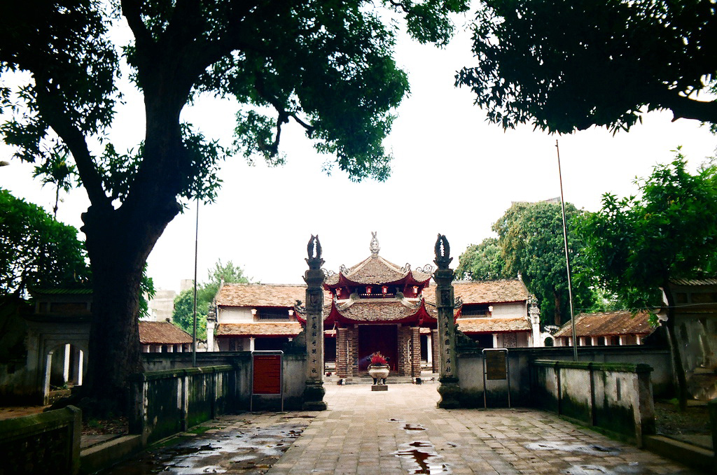 The quiet Lang Pagoda in Hanoi capital - Hanoi city tour