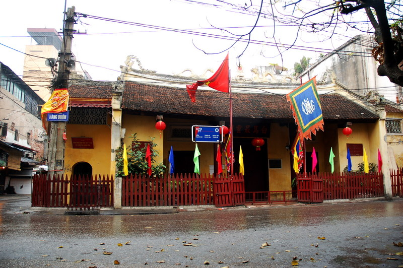 The entrance of Bach Ma Temple - Hanoi Walking tour