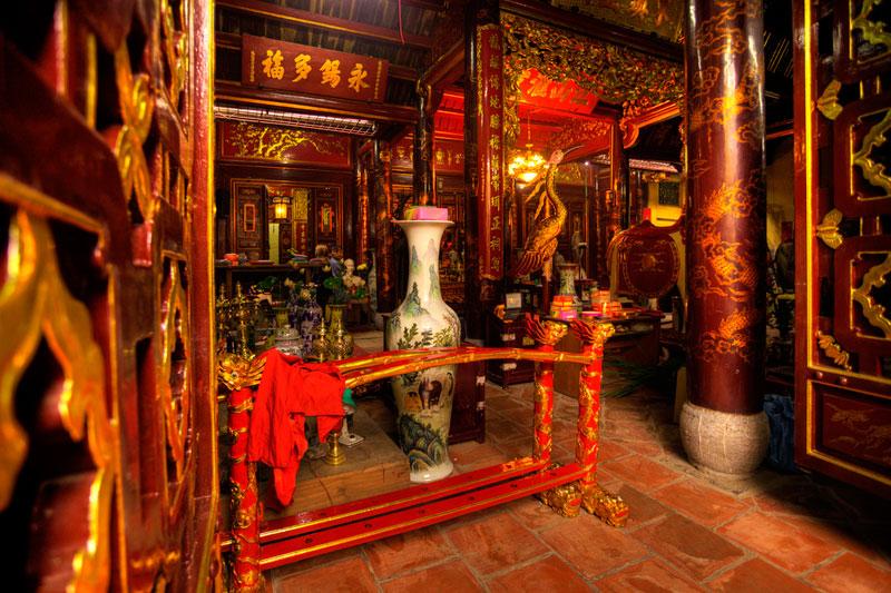 Inside the Bach Ma Temple - Hanoi walking tour