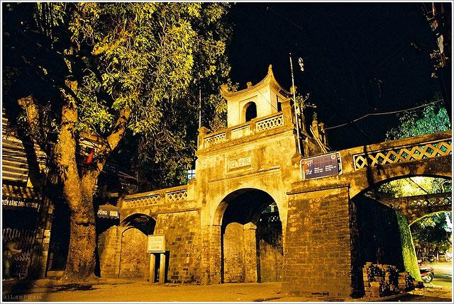The quiet O Quan Chuong at night - Hanoi walking tour