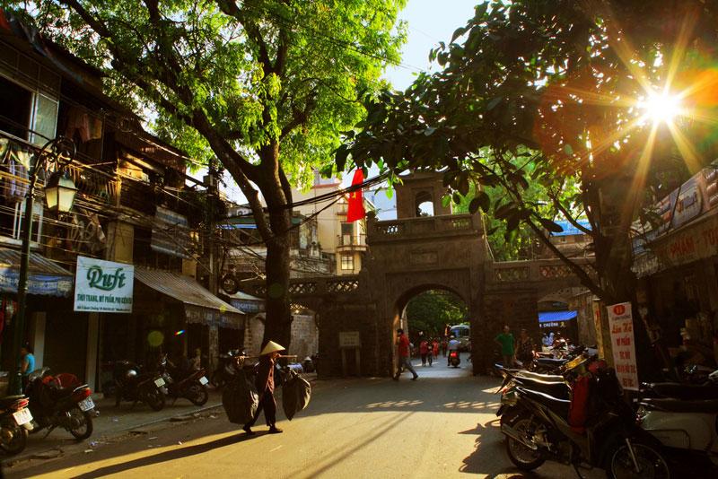 The sun shines in Quan Chuong Gate - Hanoi walking tour