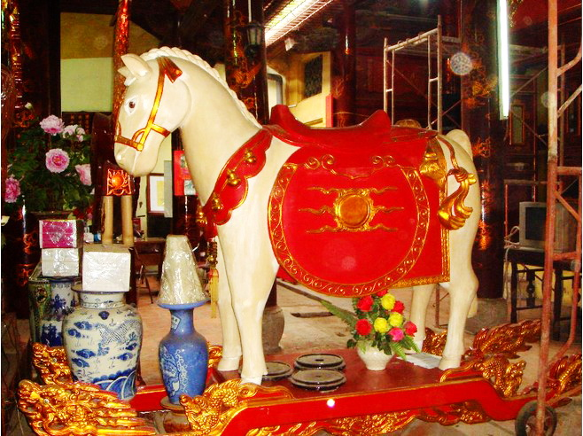 White Horse in Bach Ma Temple - Hanoi walking tour