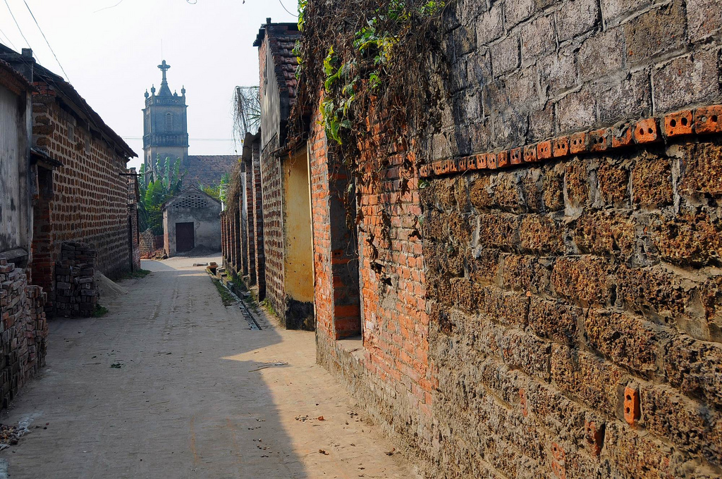 Narrow and quiet lane in Duong Lam Ancient Village  - Day trip from Hanoi