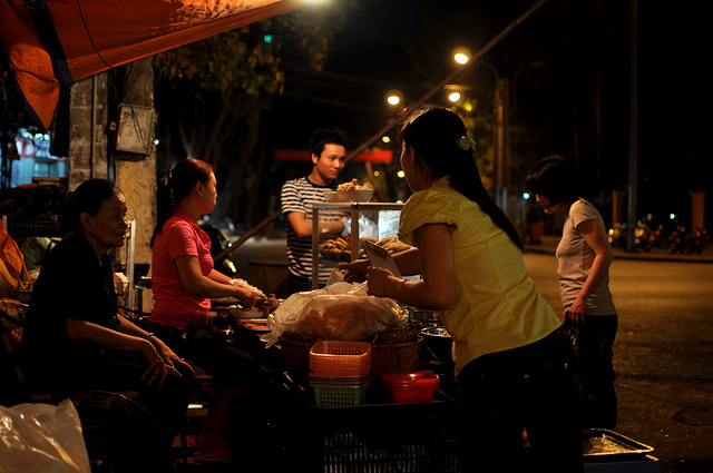 Traveling around Hanoi at night to have a great experience