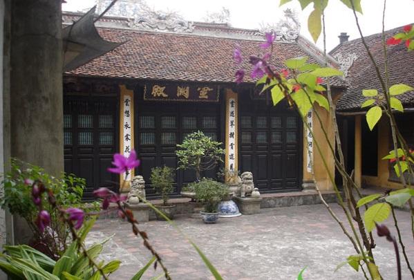 An ancestral house in the ancient Cu Da Village - Hanoi culture tours