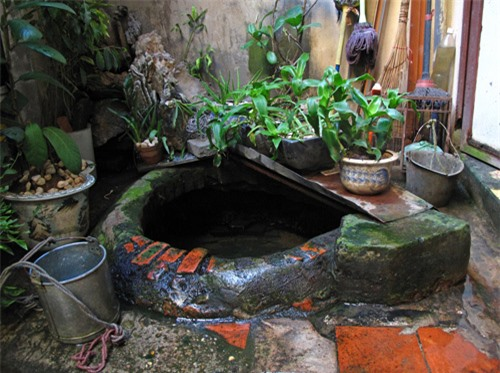Ancient well in Tam Thuong Alley - Hanoi tours