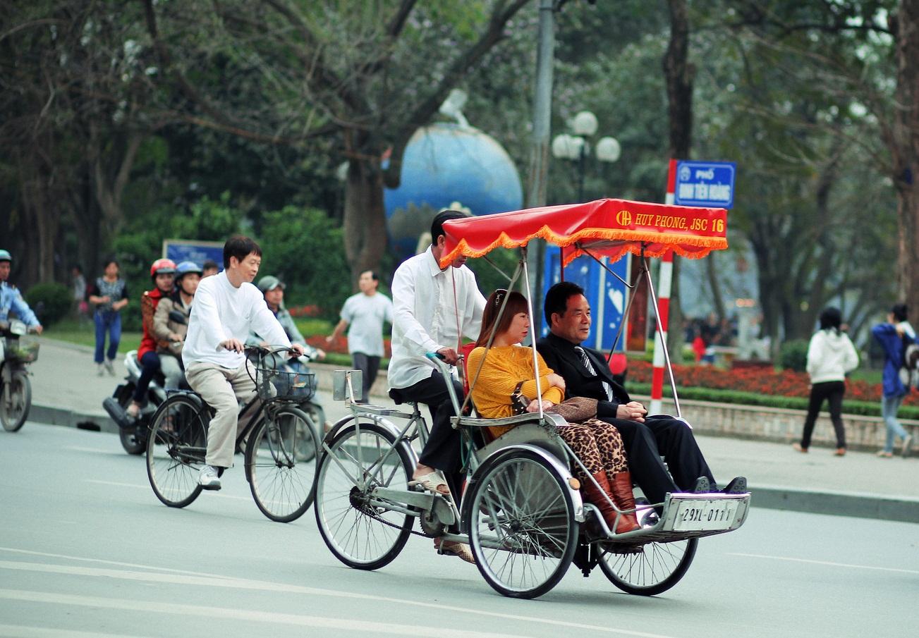 Cyclo trip to discover Hanoi Old Quarter