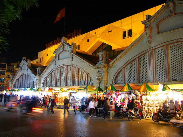 Dong Xuan Night Market - Hanoi Old Quarter