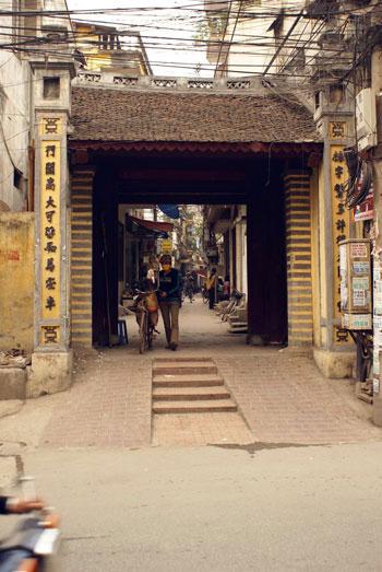Gate to Yen Thai Village in Hanoi - Hanoi village tours