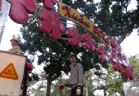 Hanoi to welcome Tet 2014 - Hanoi attractions