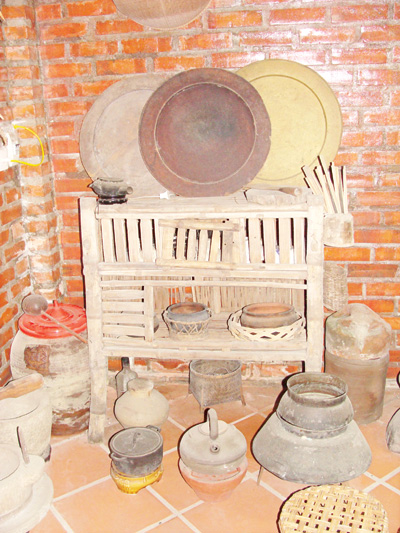 Old kitchen-ware in museum of old tools - Hanoi visit