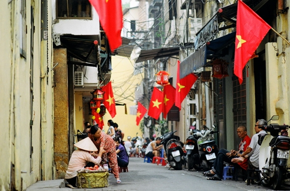 Slow pace of life in Tam Thuong Alley Hanoi