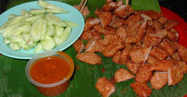 Snacks in Tam Thuong Alley - Hanoi culture tours