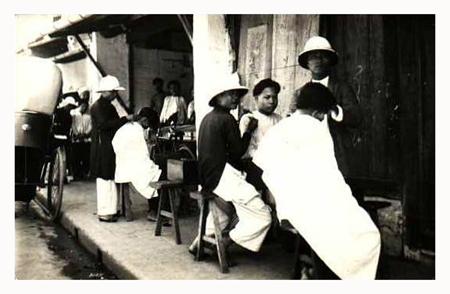 Street barber shops in Hanoi in the past