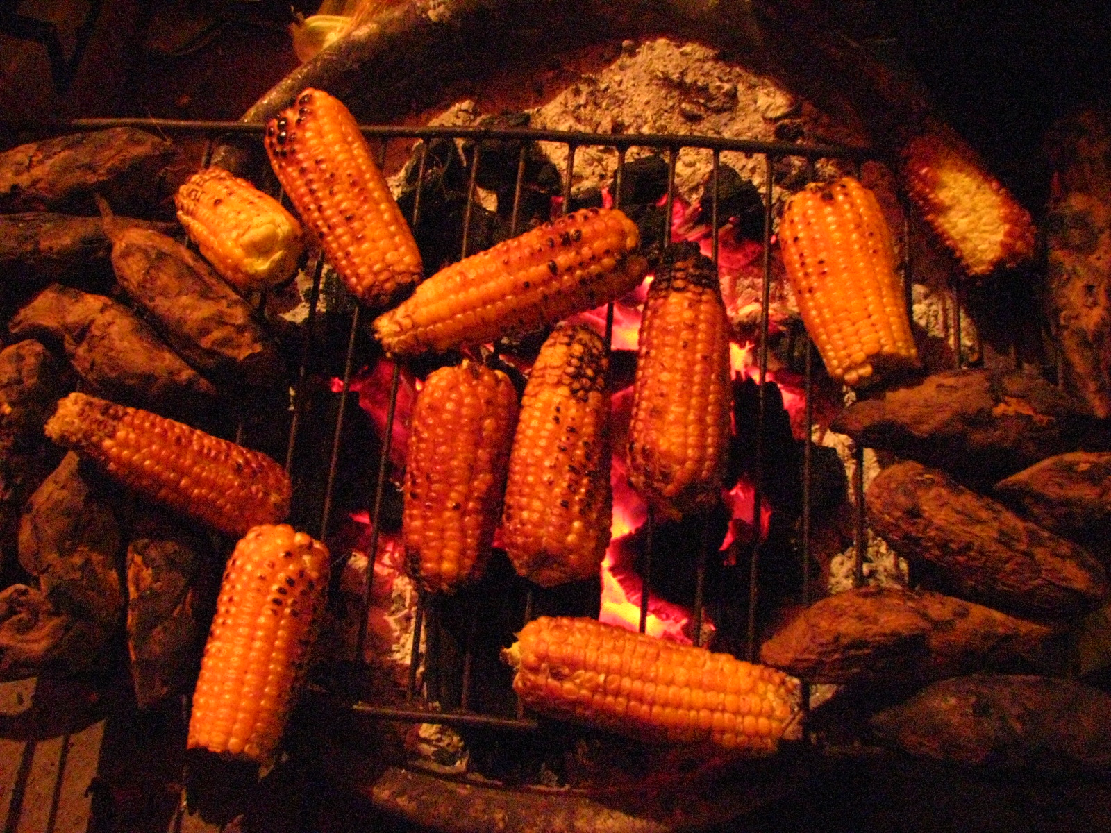 Toasted corn and sweet potatoes - attractive gift from Hanoi at night - things to do in Hanoi